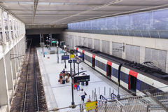 巴黎夏尔・戴高乐机场内部 免版税图库摄影