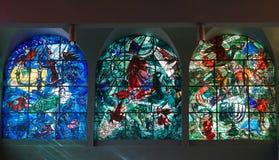 夏尔` s五颜六色的污迹玻璃窗 免版税图库摄影