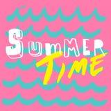 夏时乐趣字法和波动图式背景 库存图片