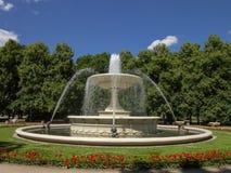 夏时伟大的喷泉在公园华沙-波兰 库存照片