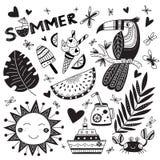 夏时在blac的种族热带样式和词夏天设置了 免版税库存图片