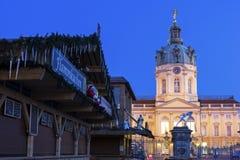 夏洛特堡宫入口在圣诞节期间的柏林 免版税库存照片