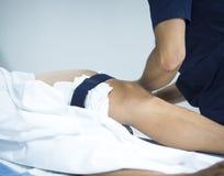 外伤学矫形手术膝盖关节镜检查 库存照片