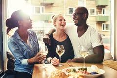 外出吃饭多种族的夫妇 免版税库存图片