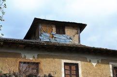外出在一个老房子的屋顶 库存照片