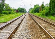 外出的火车路轨,在Jurmala,拉脱维亚2017year 图库摄影