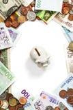 外国硬币和钞票框架 库存图片