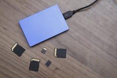 外在硬盘驱动器和存储卡 库存照片