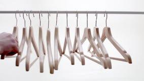 外套和礼服的木明亮的挂衣架在机架 影视素材