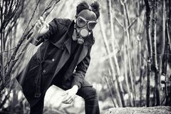 外套和防毒面具的人 A之后启示画象  免版税库存图片