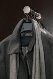 外套灰色男 免版税库存图片