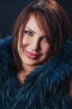 外套纵向性感的佩带的冬天妇女 免版税库存照片