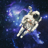外层空间的宇航员与星系和气体在背景中 免版税图库摄影