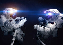 外层空间的宇航员反对背景  库存图片