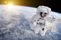 外层空间的-美国航空航天局装备的这个图象的元素宇航员 免版税图库摄影