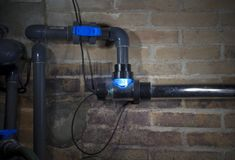 紫外灯,游泳池fitration系统 库存图片