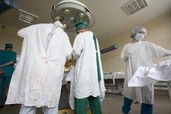 外科医生合作工作 免版税图库摄影