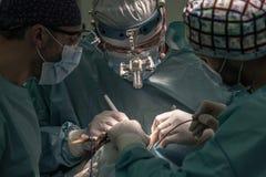外科医生在工作 库存图片