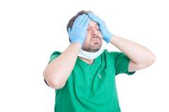 外科医生被用尽的医生感觉 库存照片