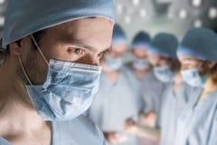外科医生画象在操作时 免版税库存照片