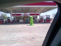 外籍人罗斯维尔新墨西哥Conoco加油站欢迎 库存照片