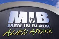 黑外籍人攻击的人 库存照片