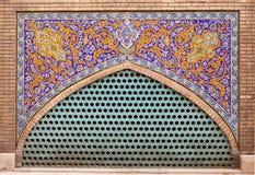 外部五颜六色的装饰马赛克墙壁和工艺大理石framew 免版税图库摄影
