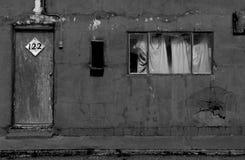 外部剥落汽车旅馆客房在新墨西哥 图库摄影