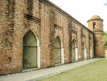 外部历史六十圆顶清真寺bagerhat孟加拉国 免版税库存照片
