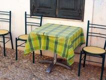 外部咖啡馆表和椅子 免版税库存图片