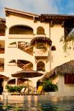 外部旅馆池手段 免版税库存照片