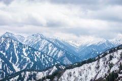 外部美丽的景色风景雪墙壁的从Murodo驻地在富山,日本 库存图片