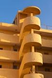 外部螺线台阶公寓房结构在西班牙 免版税库存照片