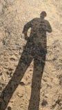外面妇女的长的阴影 免版税库存图片