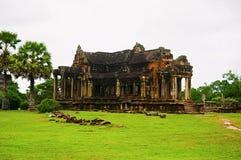 外面封入物图书馆,在世界162的吴哥窟,暹粒,柬埔寨最大的宗教纪念碑 6公顷 库存图片
