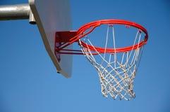 外面篮球篮 免版税库存照片