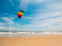 外面银行, NC海滩风筝飞行 免版税库存照片
