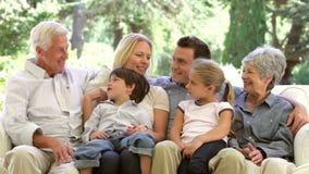多一代家庭在家坐沙发 股票视频