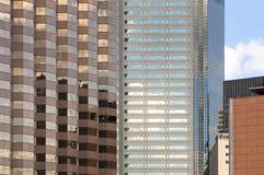 多个反射的摩天大楼星期日 库存图片