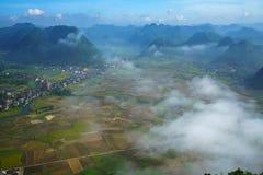 多个山峰鸟瞰图和米调遣Bac儿子,越南 库存照片
