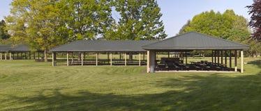 多个野餐区在公园 库存照片