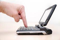 多么小膝上型计算机可以是 免版税库存照片