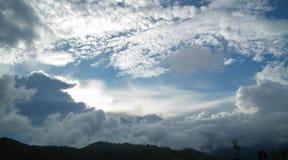 多云与阳光 免版税图库摄影