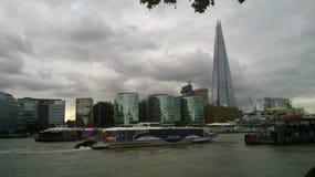 多云伦敦,摩天大楼 免版税图库摄影