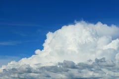 多云在天空 库存图片