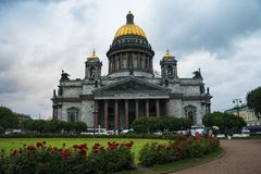 多云天气的,圣徒St以撒大教堂 免版税库存照片