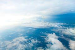 多云天空鸟瞰图 库存照片