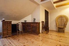 多云家庭的木梳妆台 库存照片