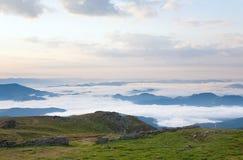 多云横向山夏天 库存图片