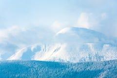 多云横向早晨山冬天 库存图片